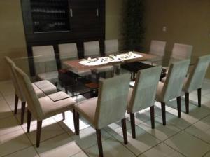 Mesa confortável para doze pessoas