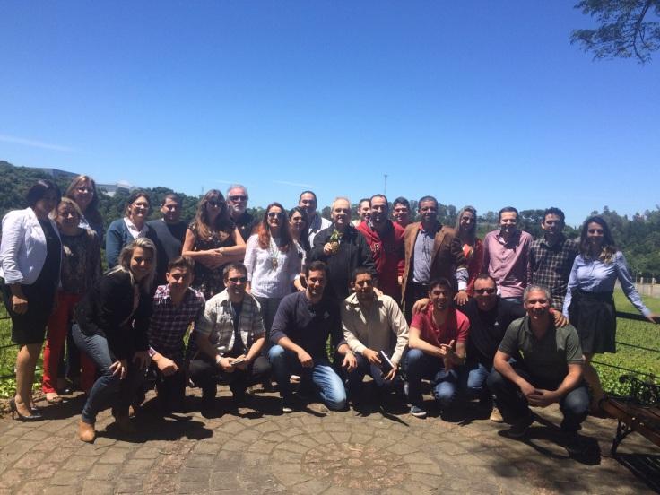 Grupo de alunos da ABS-RS na Vinícola Chandon em Garibaldi.jpg