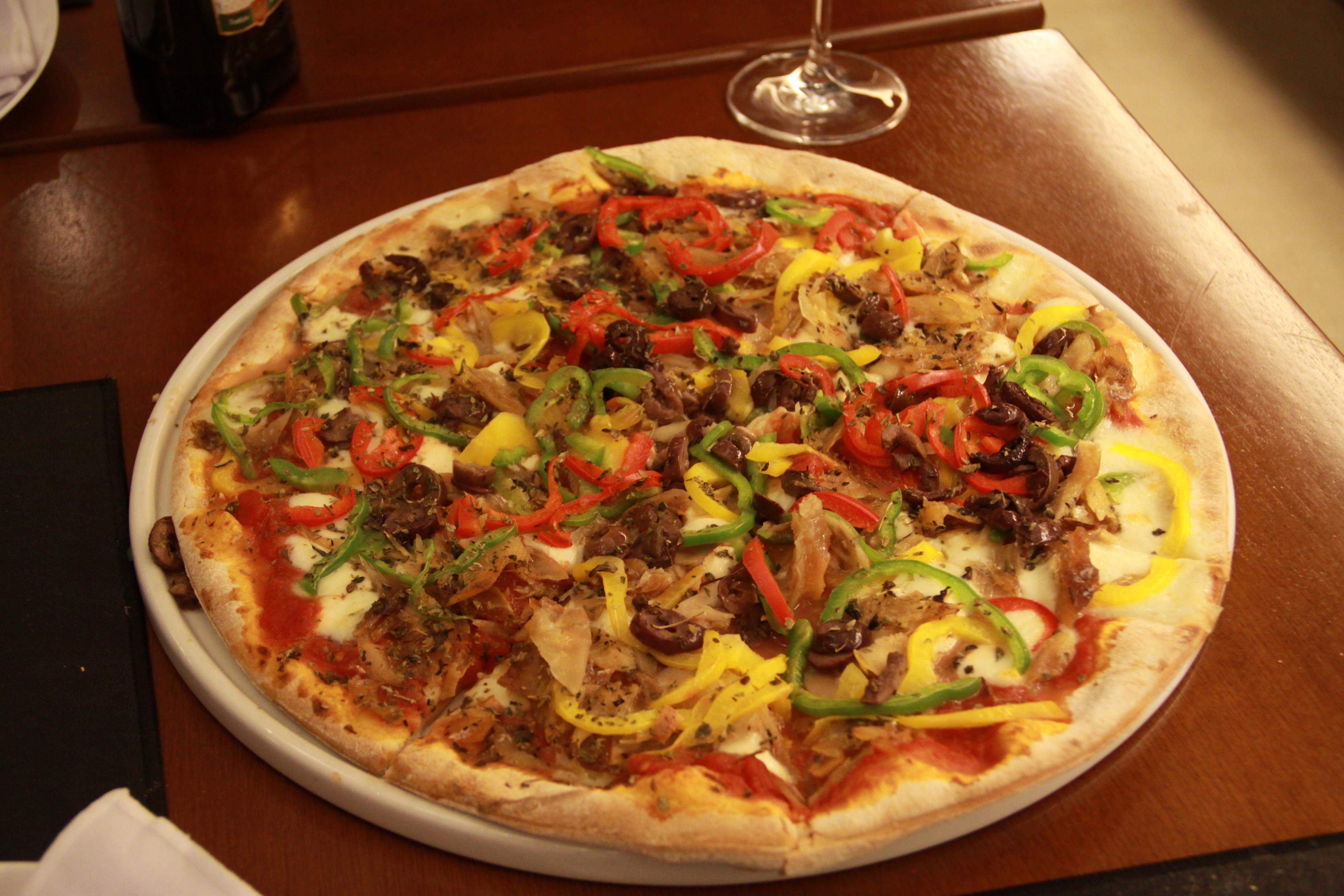 Pizza de bacalhau_Dolce Far Niente_Foto Divulgação (2).jpg