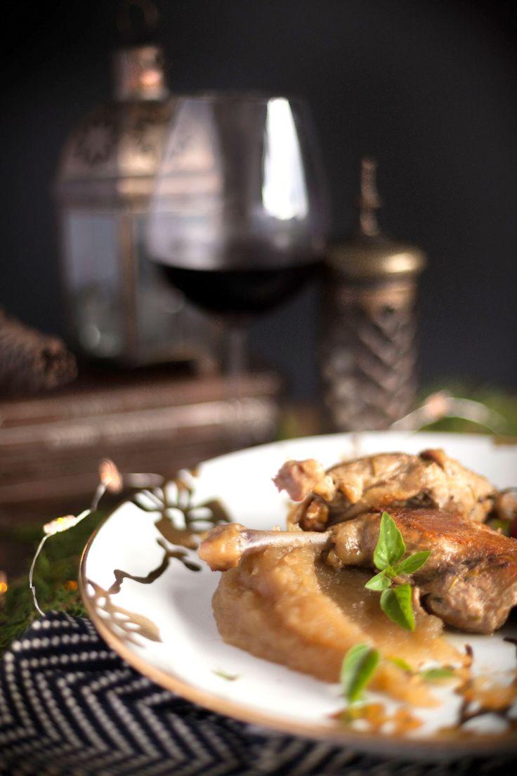 Confit de canard, com pure de maca verde e farofinha de nozes (2 pessoas R$ 148,00) (4 pessoas R$ 296,00).jpg