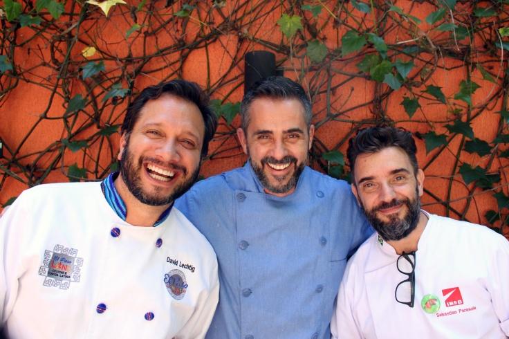 Os-chefs-David-Lechtig-Alexandre-Albanese-e-Sebastian-Parasole juntos nas oficinas da quinta edição do panelas da casa -Crédito-Wilson-Lima-5.jpg