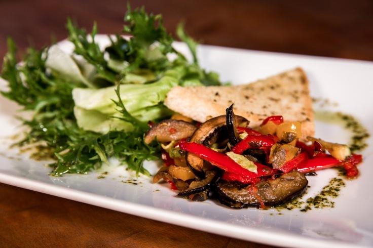 Salada Carbonara com mix de folhas.jpg