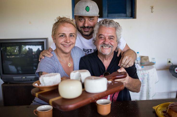 Cabra Chic - Chefs Mara Alcamim e Gil Guimaraes com o produtor Armando Sobral- Foto de Mayara Senise_preview.jpeg