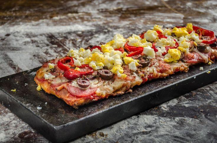 Pizza portuguesa_Piccolo Emporium_Foto de Gustavo Gracindo