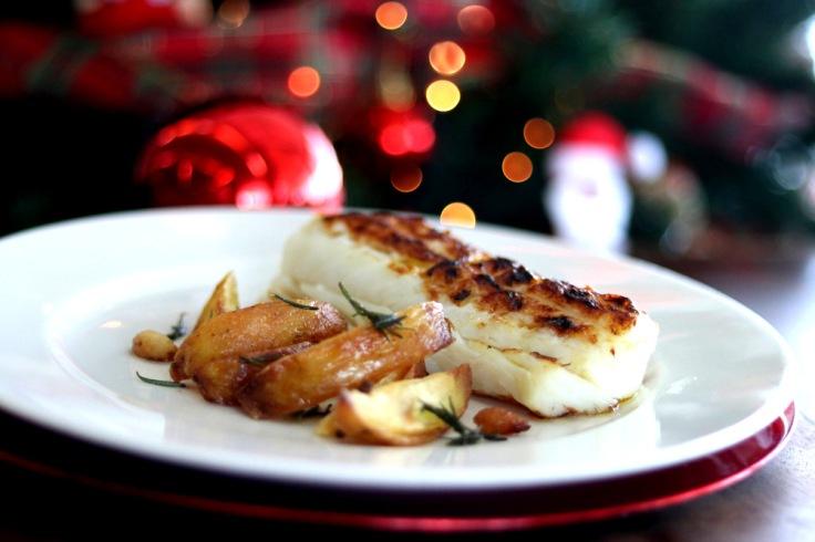 bacalhau em posta na brasa acompanhado de batatas rústicas.jpg
