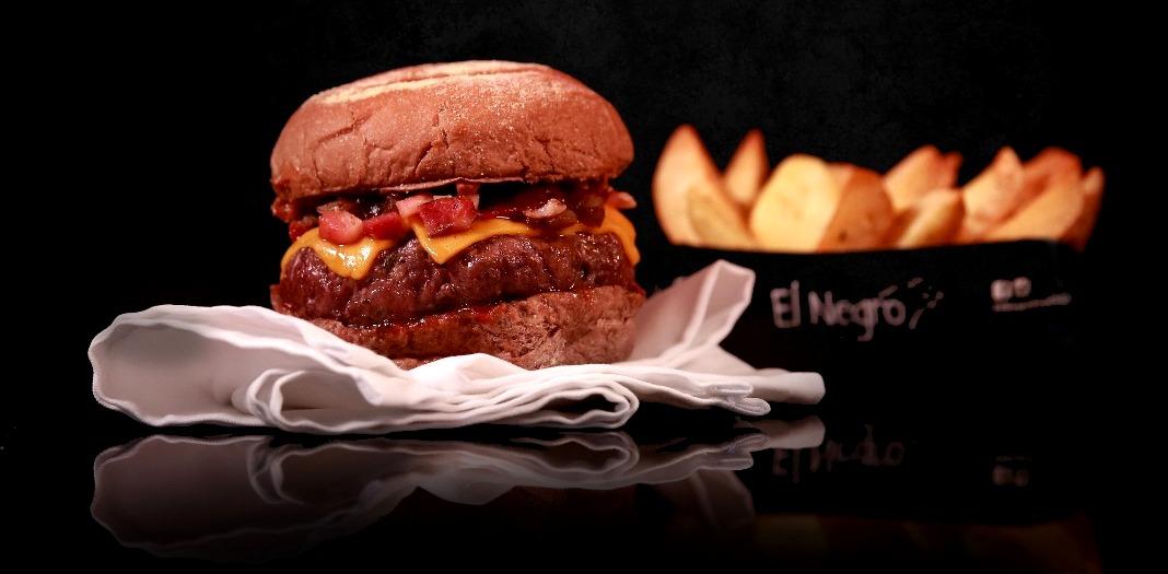 El Negro_Hamburguesa_Blend de Angus, Cebola Caramelizada, Cheddar, Bacon e molho barbecue_Credito EduLauton.jpg