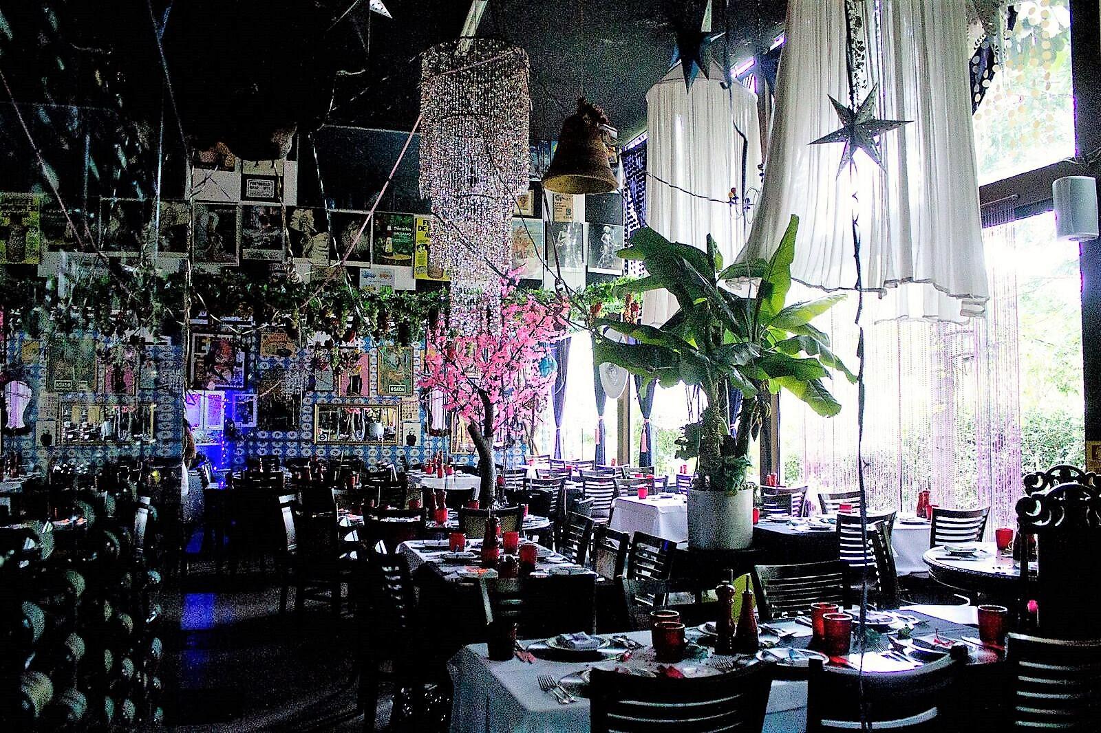 Ambiente - Restaurante Universal - Crédito da foto_ Julia Costa e Victor Vec.JPG_preview.jpeg