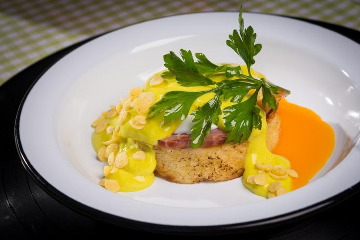 Eggs Benedict_Brunch Restaurante Universal_Foto de Felipe Bastos-Colmeia Fotografias.jpg