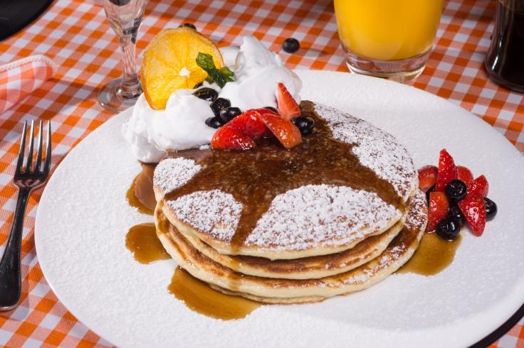 Pancakes_Brunch Restaurante Universal_Foto de Felipe Bastos-Colmeia Fotografias.jpg
